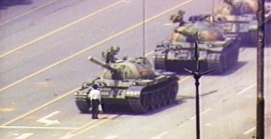 Protesto na Praça da Paz Celestial: Uma das muitas imagens lembradas no documentário